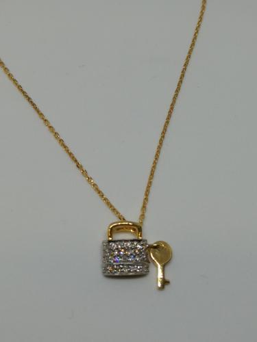 Kultariipus lukko ja avain zirkoniakivillä