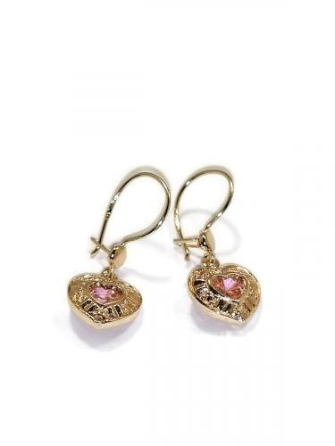Kultaiset sydänkorvakorut vaaleanpunaisella kivellä
