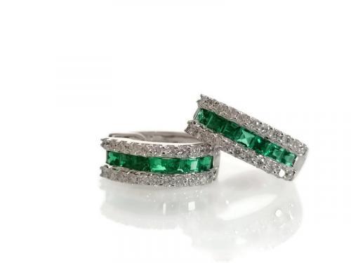 Smaragdi korvakorut timantilla