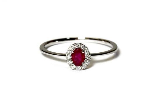 Valkokulta rubiini timanttisormus