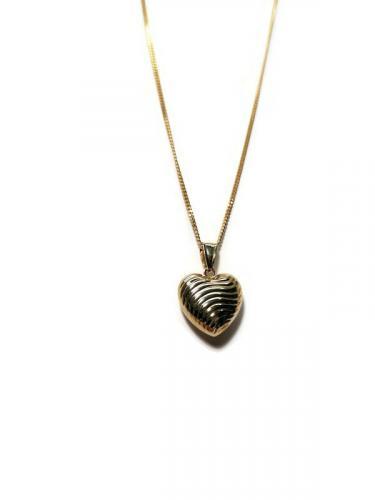 Kultainen sydänriipus